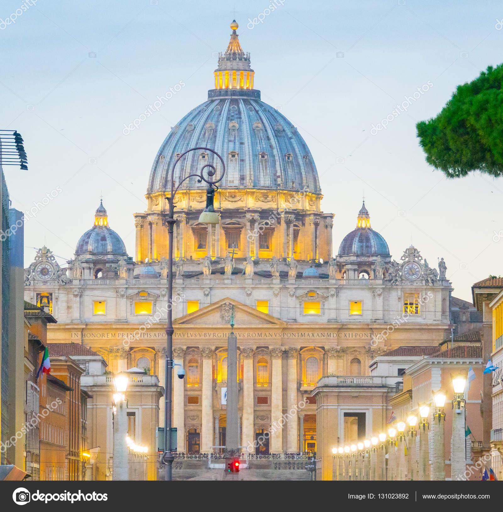 ドームとローマ , ローマ、イタリア , 2016 年 11 月 5 日にバチカン市国にサンピエトロ大聖堂の印象的な建物の素晴らしい景色 \u2014  [著者]の写真 4kclips