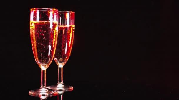 Sklenice šampaňského - krásně osvětlen