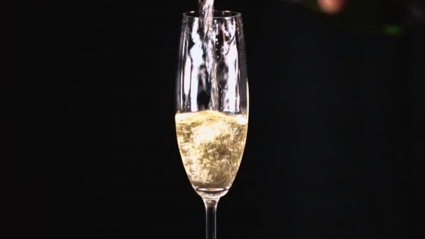 Pohár pezsgő vagy habzóbor