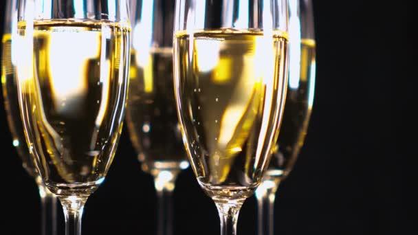 Zvláštního Champagne - brýle s šumivým vínem