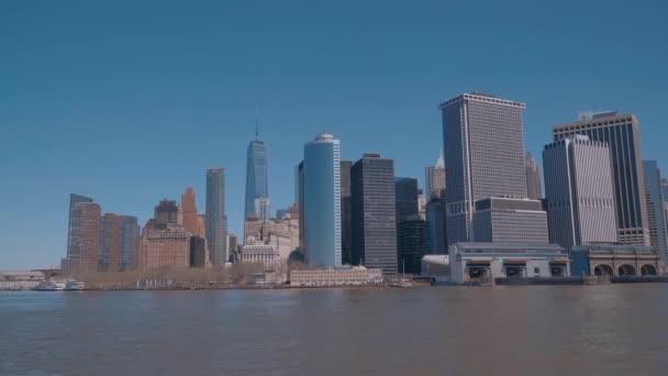 Panorama z Manhattanu v New Yorku - pohled z řeky Hudson