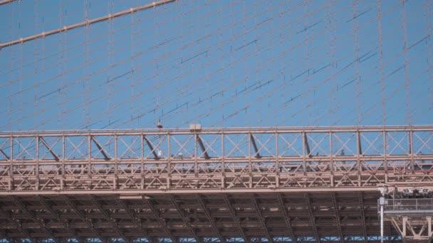 Utcai forgalom a Brooklyn-híd, New York