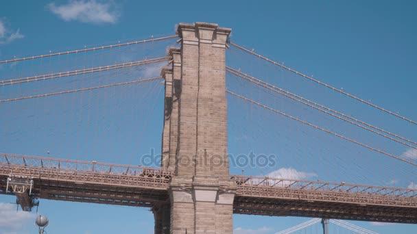 Brooklynský most New York vedoucí z Manhattanu do Brooklynu