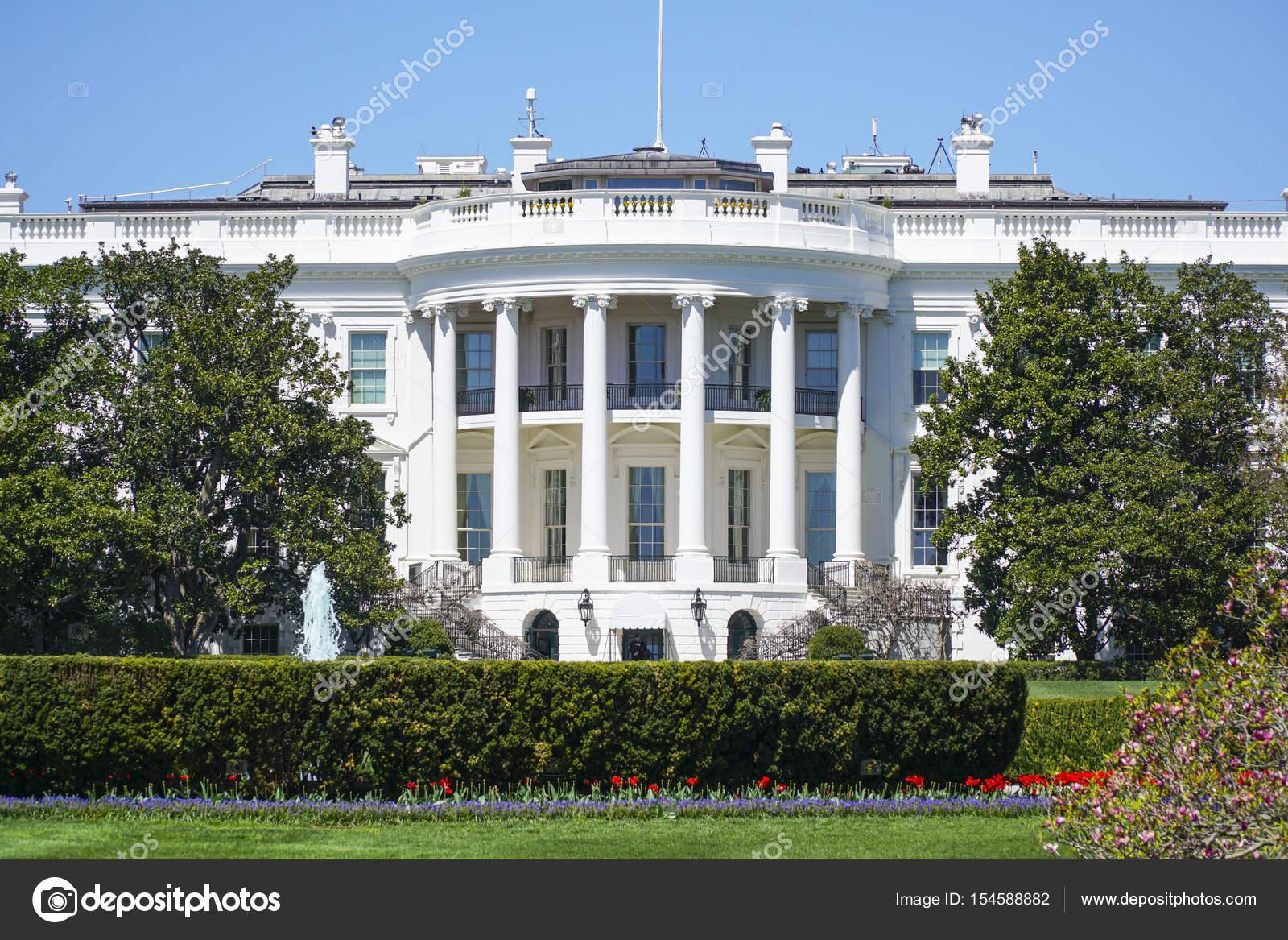 Le président américain donald trump dans le bureau ovale de la