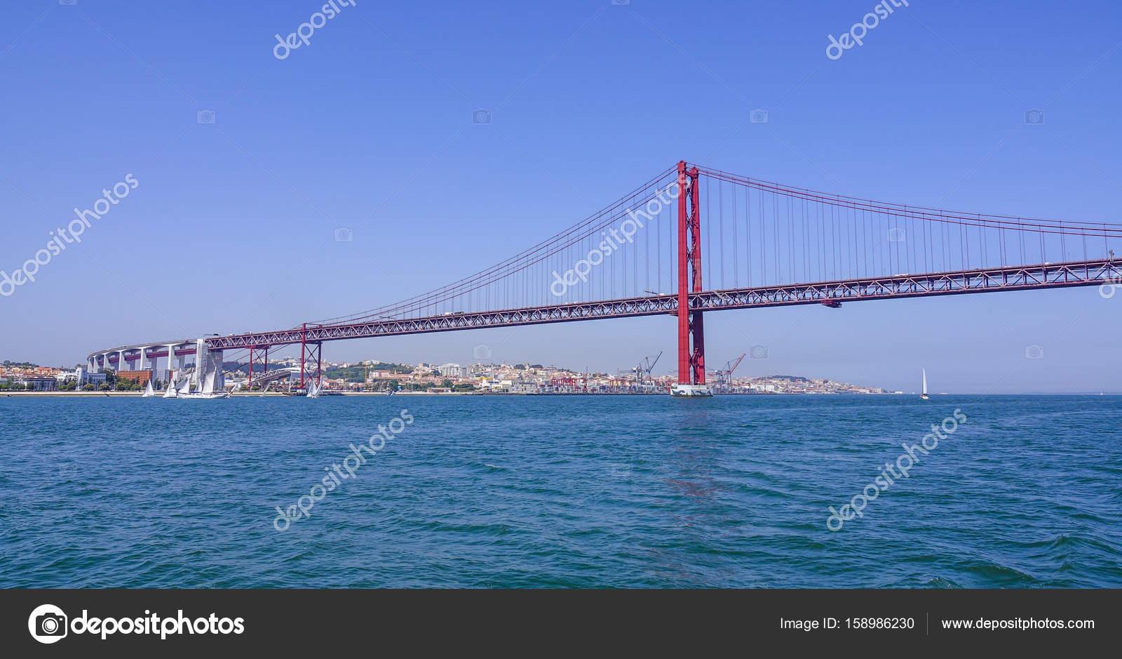 Lissabon Fluss berühmte 25 april brücke über den fluss tajo in lissabon aka