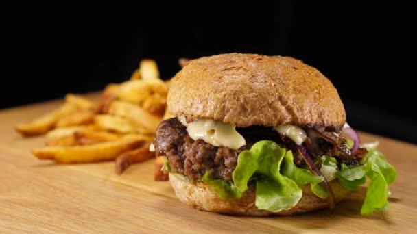 Vynikající rychlé občerstvení Burger - Hamburger připravené k jídlu