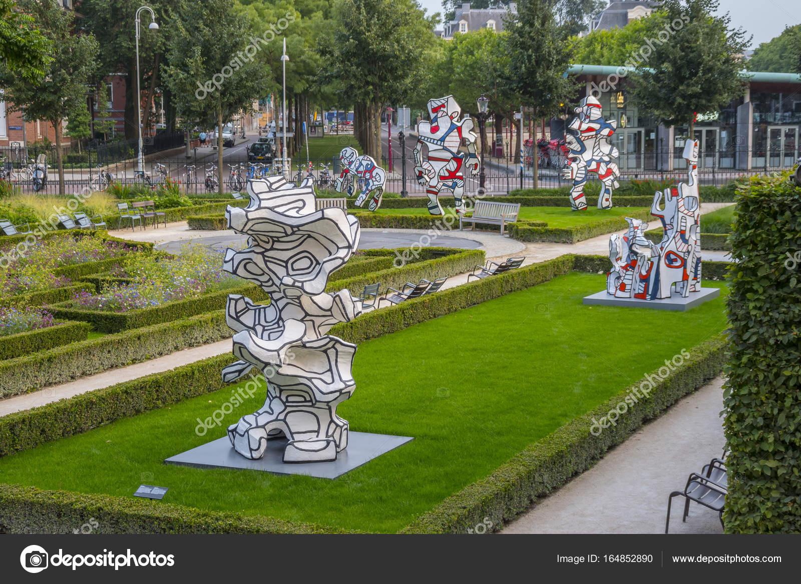 Arte moderno esculturas en los jardines del museo nacional amsterdam holanda 20 de julio - Esculturas para jardines ...