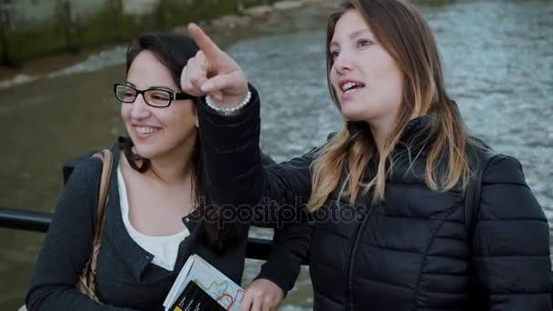 Feltárása a city of London - két lány, a városnéző túra