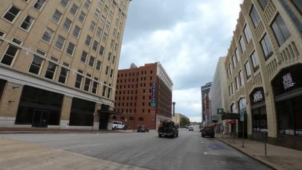 Pohled na ulici v centru města Tulsa - široký výhled - TULSA-OKLAHOMA, 21. října 2017
