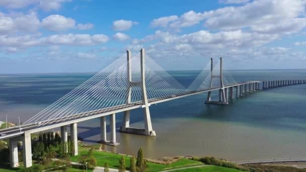Lisabon - Most Vasco da Gama - Město Lisabon, Portugalsko - 5. listopadu 2019