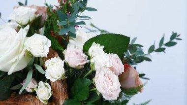 közelről, virág, csokor, forgatás, fehér alapon áll, Rose cappuccino, hópehely Rózsa, Rózsa Krisztina, krémes, Plamosus, eukaliptusz, solidago, rózsa, lavina