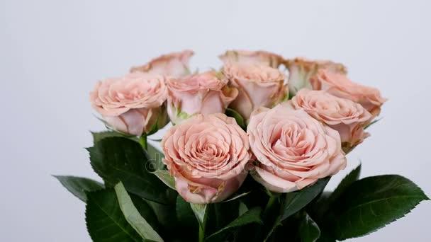 Közelkép, virág, csokor, forgatás, virág kompozíció áll cappuccino rózsák. Isteni szépség
