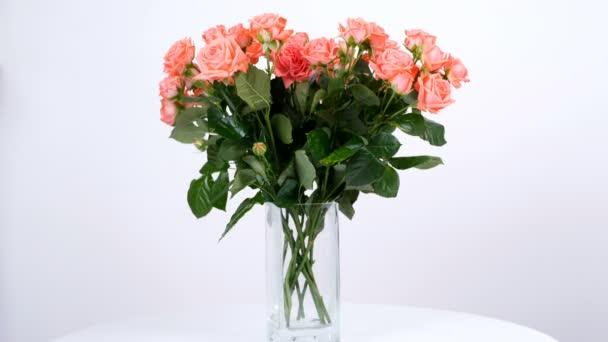 Virág, csokor, forgatás a fehér háttér, virág kompozíció áll narancssárga rózsák barbados