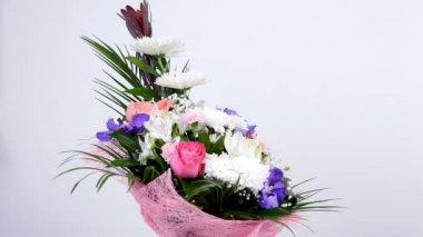 Virág, csokor, forgatás, fehér háttér, virág kompozíció áll Leucadendron, krizantém anastasis, Amarillisz rózsaszín, vanda orchidea, Alstroemeria
