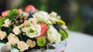 a fénysugarak, forgatás, a közeli, virág csokor virág kompozíció áll, eukaliptusz, Csodaszem, krém Rózsa, kegyelem, Rose barbados, Eustoma, solidago, Santini