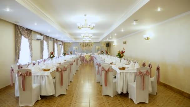Hochzeitsdekoration Der Tische In Einem Restaurant Bei Einem