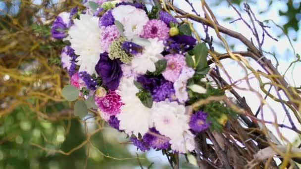 decorazione di nozze, decorazione della cerimonia del matrimonio, Decorazioni matrimonio fatti da fiori veri. allestimenti floreali per matrimoni