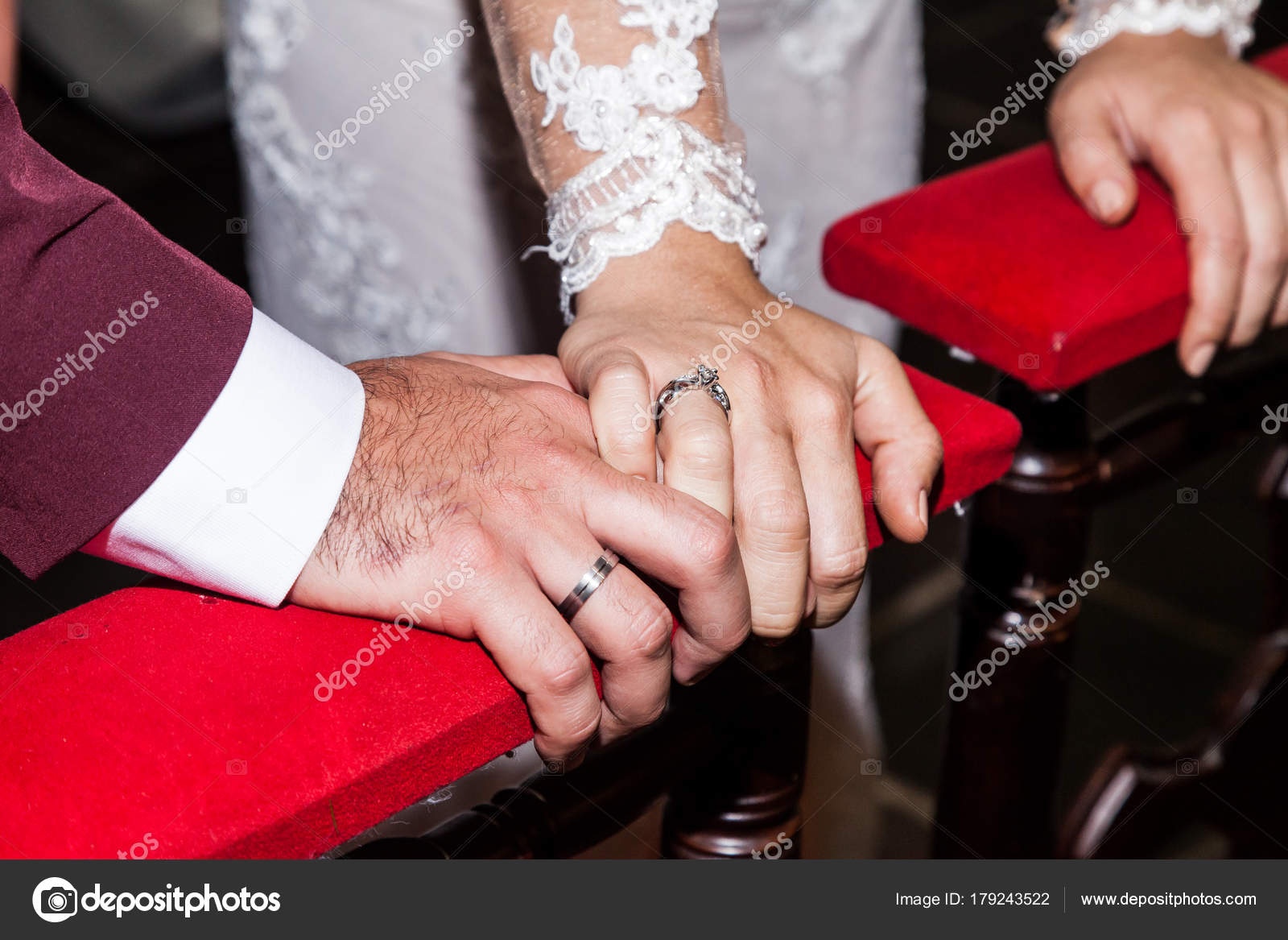 Close Hands Bride Groom Showing Wedding Rings — Stock Photo ...
