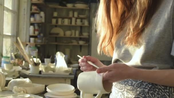 Θηλυκό Πότερ ζωγραφική κεραμικό λούστρο σε κούπα 21d68ed3039