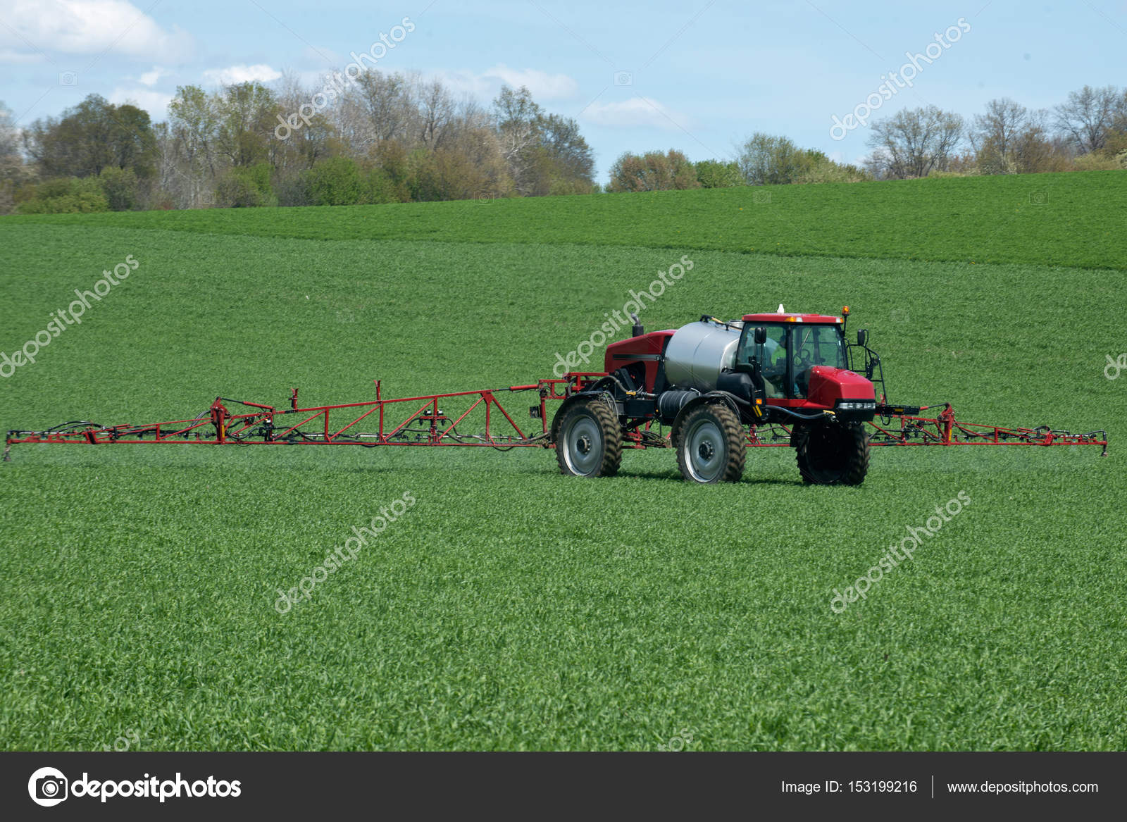 Tractor with agricultural sprayer machine — Stock Photo