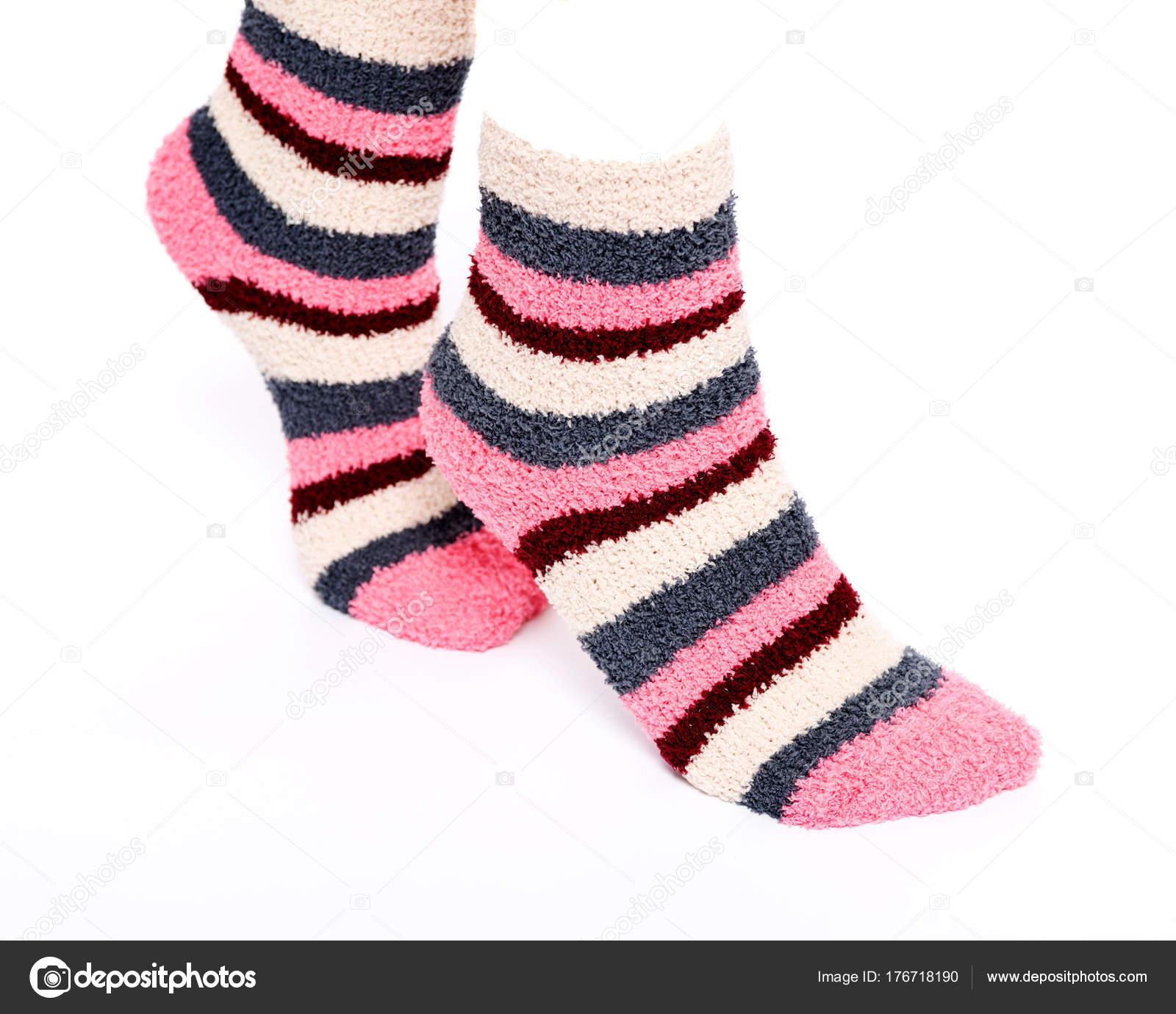 Çizgili-renkli-örgü-çorap