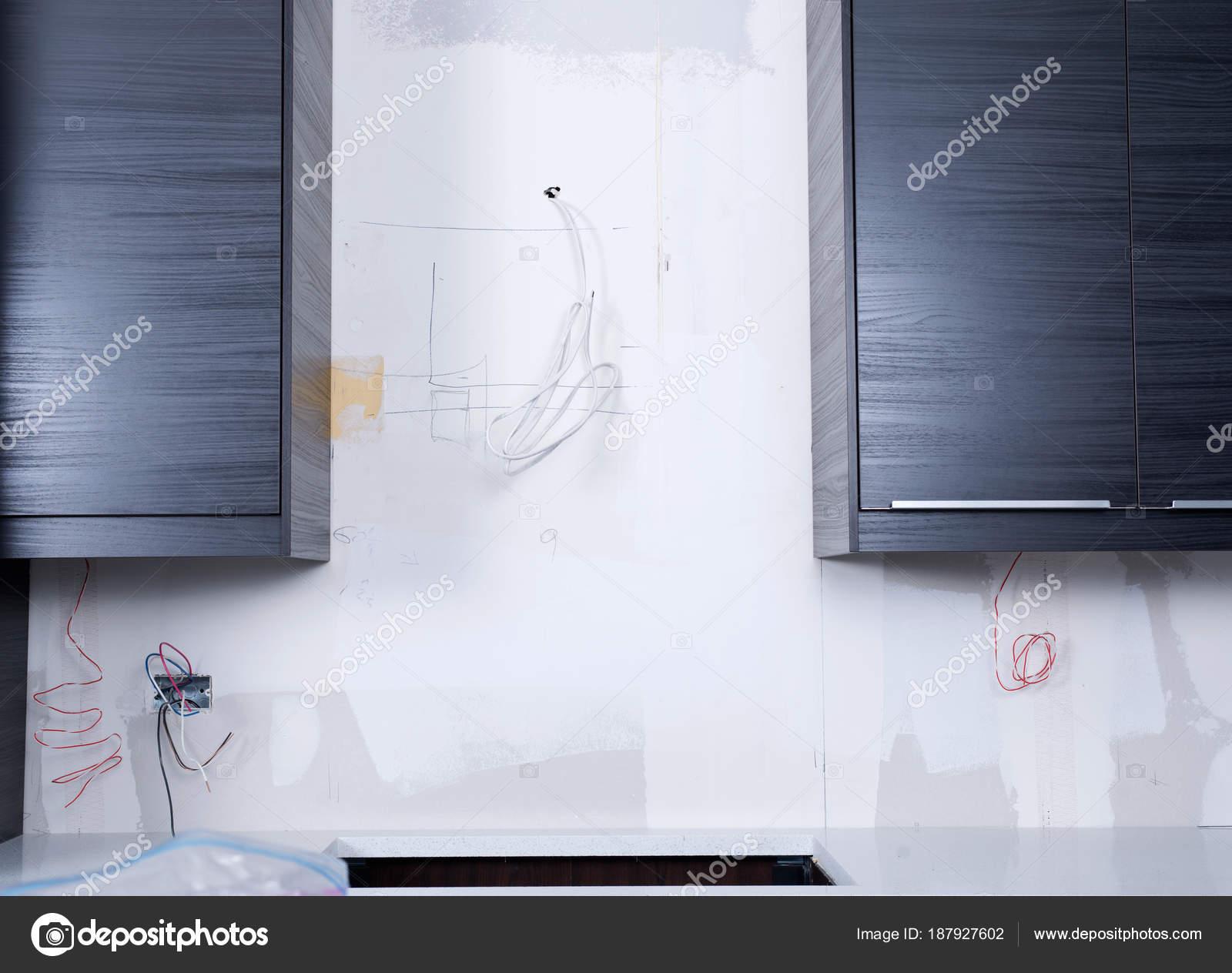 Neue Küche Kabinette Elektrischen Leitungen Steckdosen ...