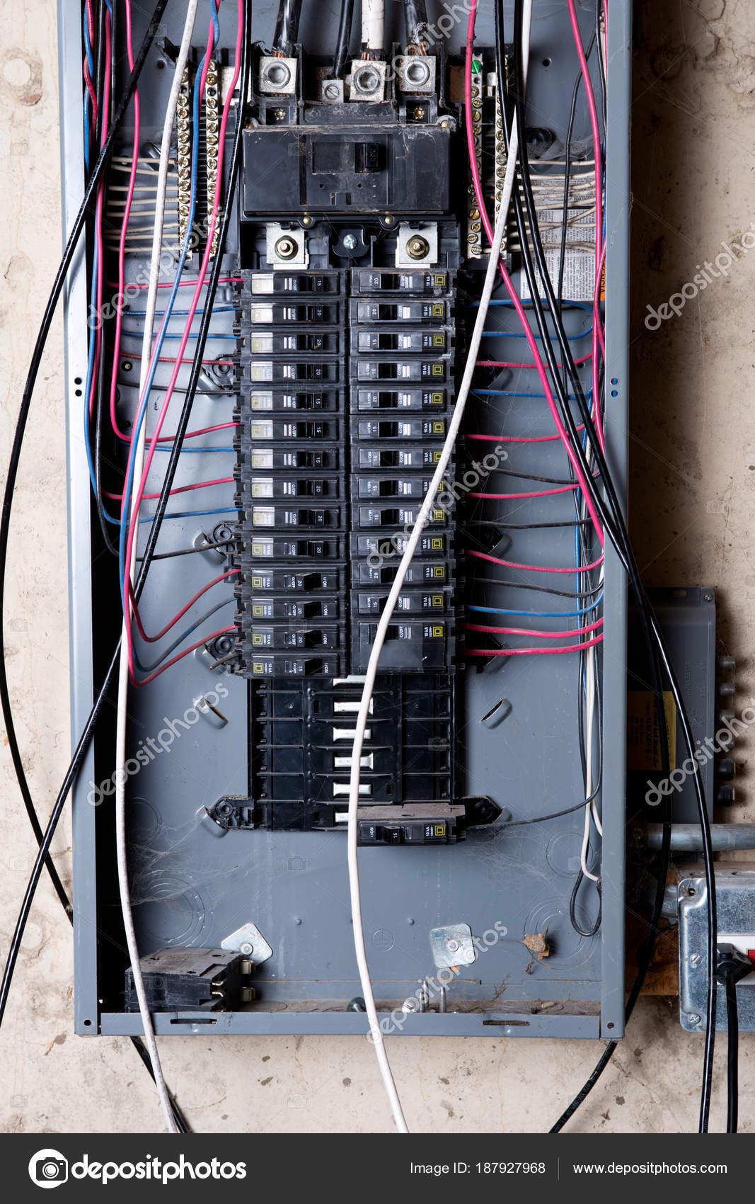 Elektro Service Panel Und Zweig Verdrahtung Keller Des Hauses Unter ...