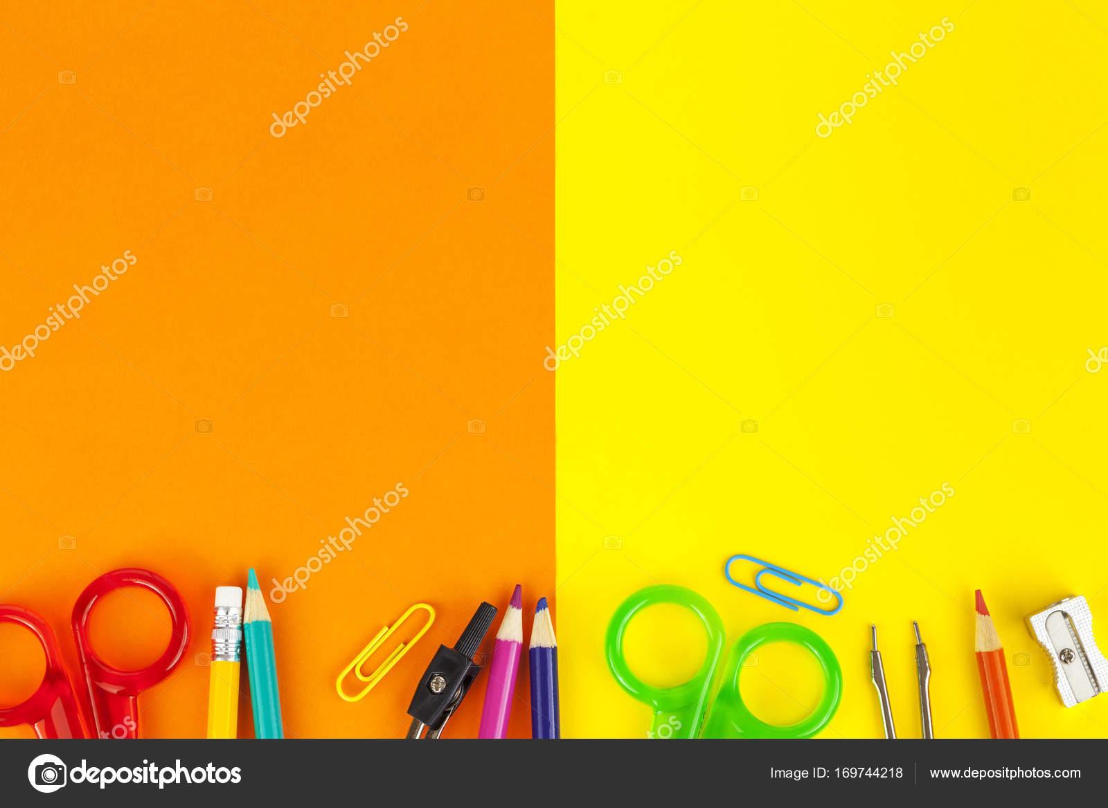 Fond orange et jaune avec une bordure de crayon de couleur ...