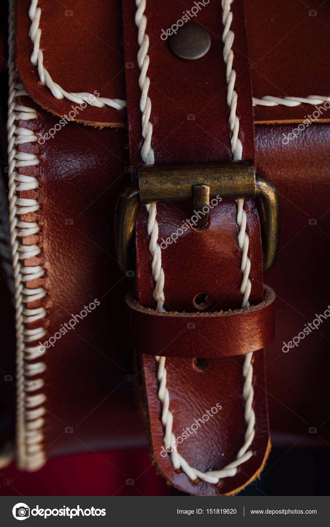 63d612e11 Fragmento de macro de um saco de couro ou uma bolsa. Feito à mão ...