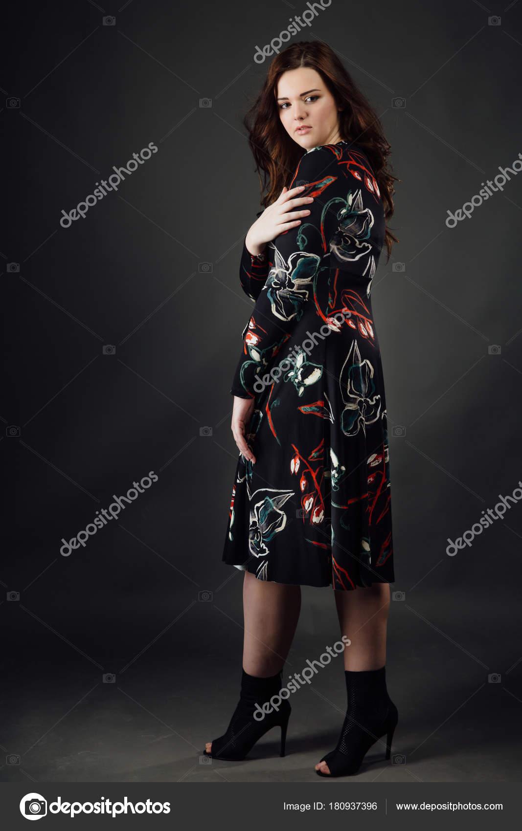 Porträt Brautkleider in Übergrößen Mode Modell fat Woman auf graue ...
