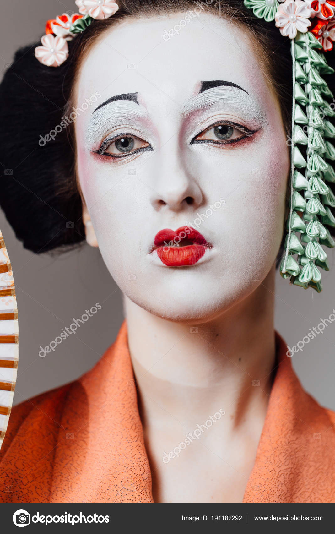 Woman in geisha makeup and a traditional Japanese kimono. Studio, Indoor. — Stock