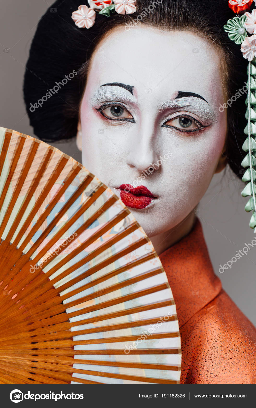 Woman in geisha makeup and a traditional Japanese kimono ...