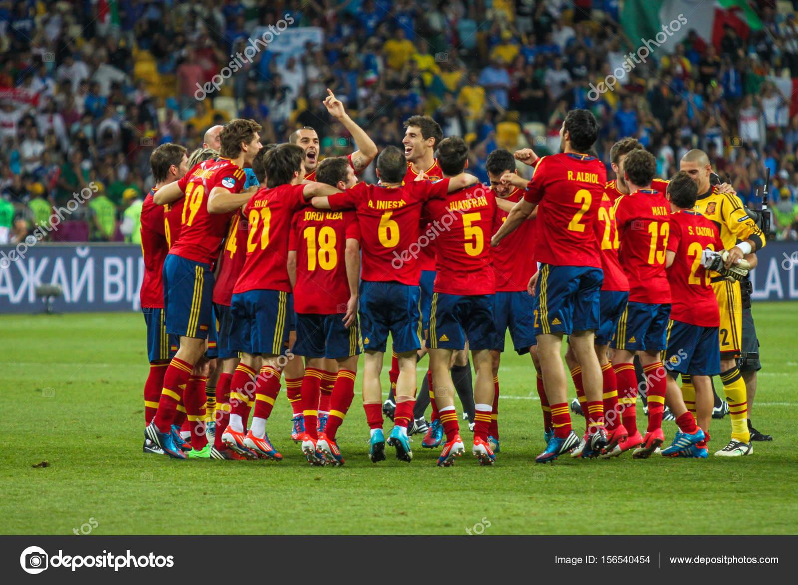 4f38d1efca Equipa de futebol nacional da Espanha comemora sua vitória ...