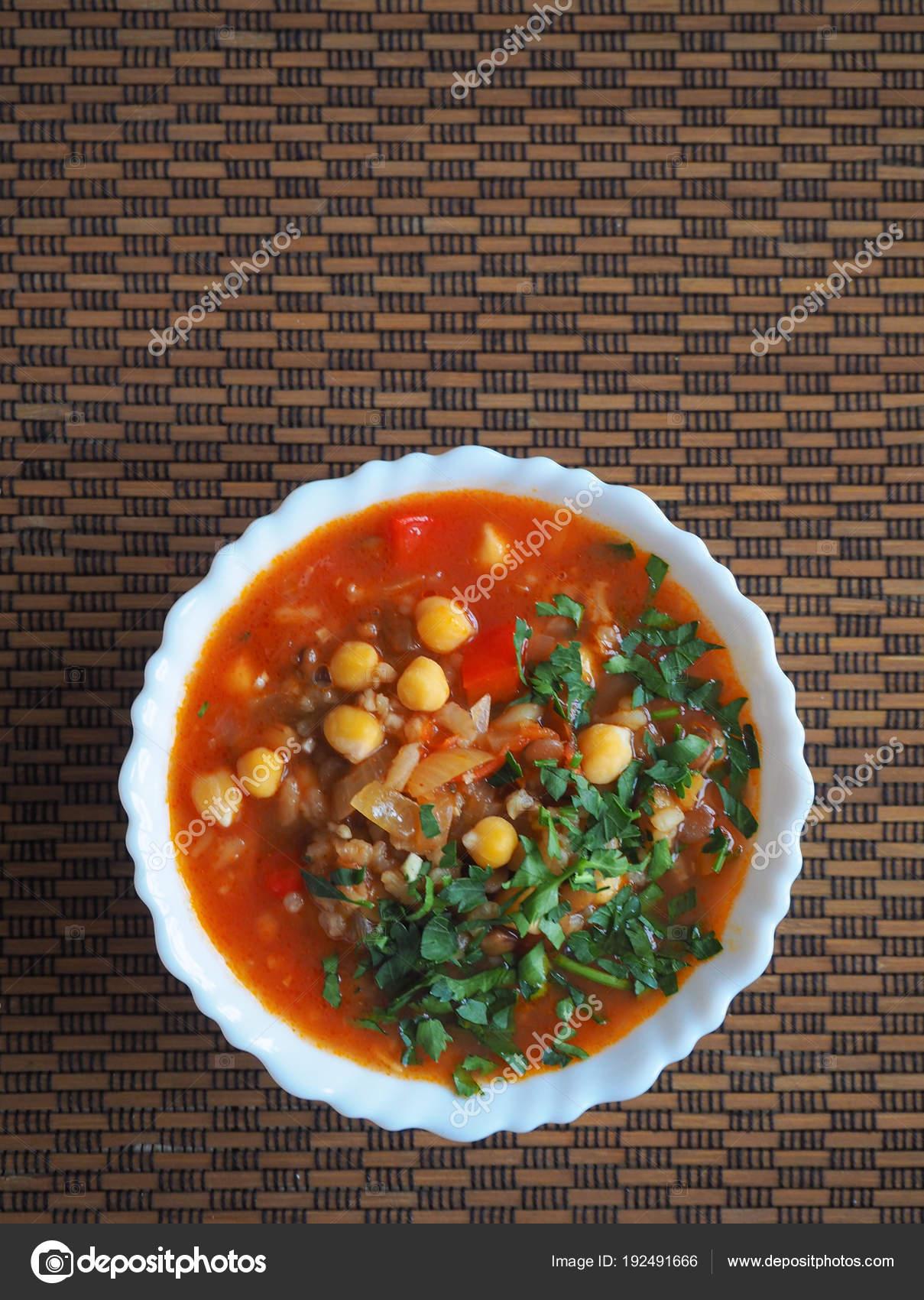 Arabische Küche   Tomatensuppe Mit Kichererbsen Und Gemuse Arabische Kuche Fast Food