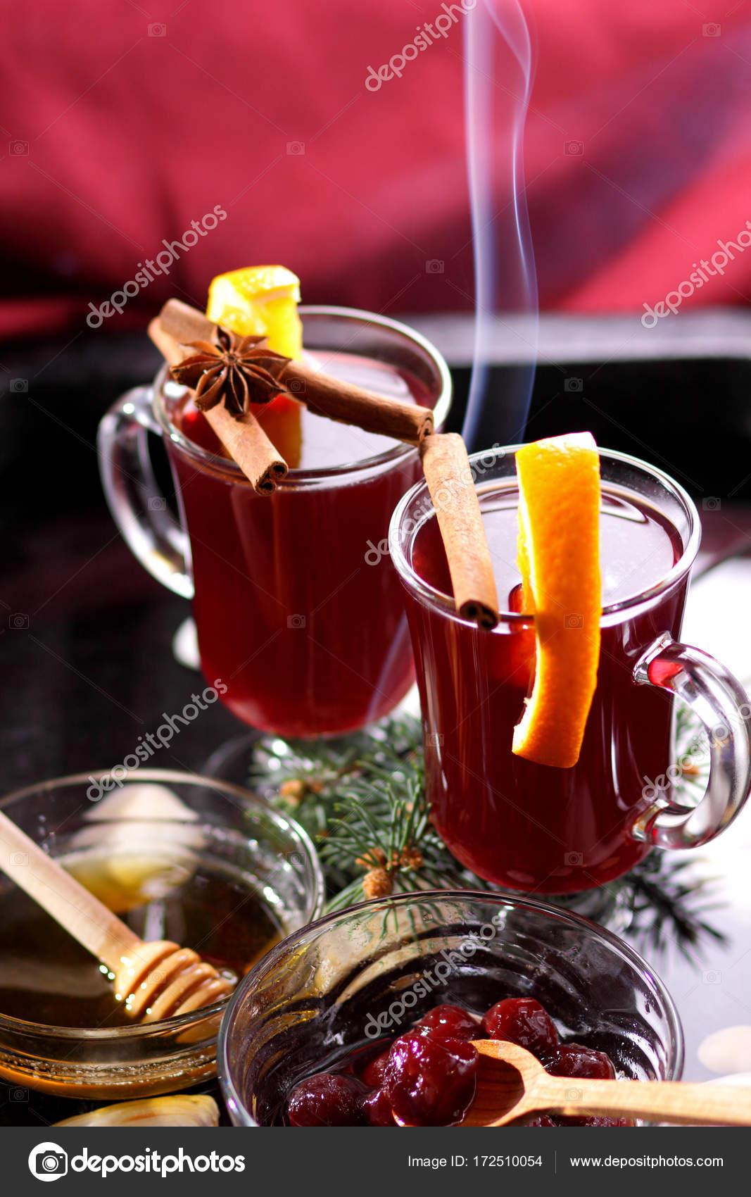Weihnachten Glühwein Wein in Wasser, Glühwein mit Zimt und Anis ...