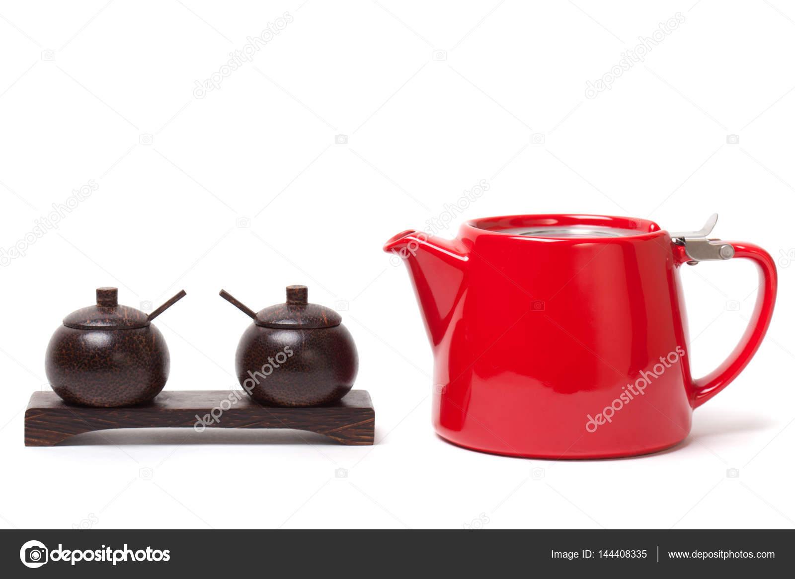 Moderne Teekanne rote moderne teekanne und hölzernen behältern zucker salz und