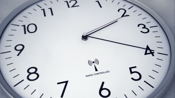 Óra idő telik el 4 K