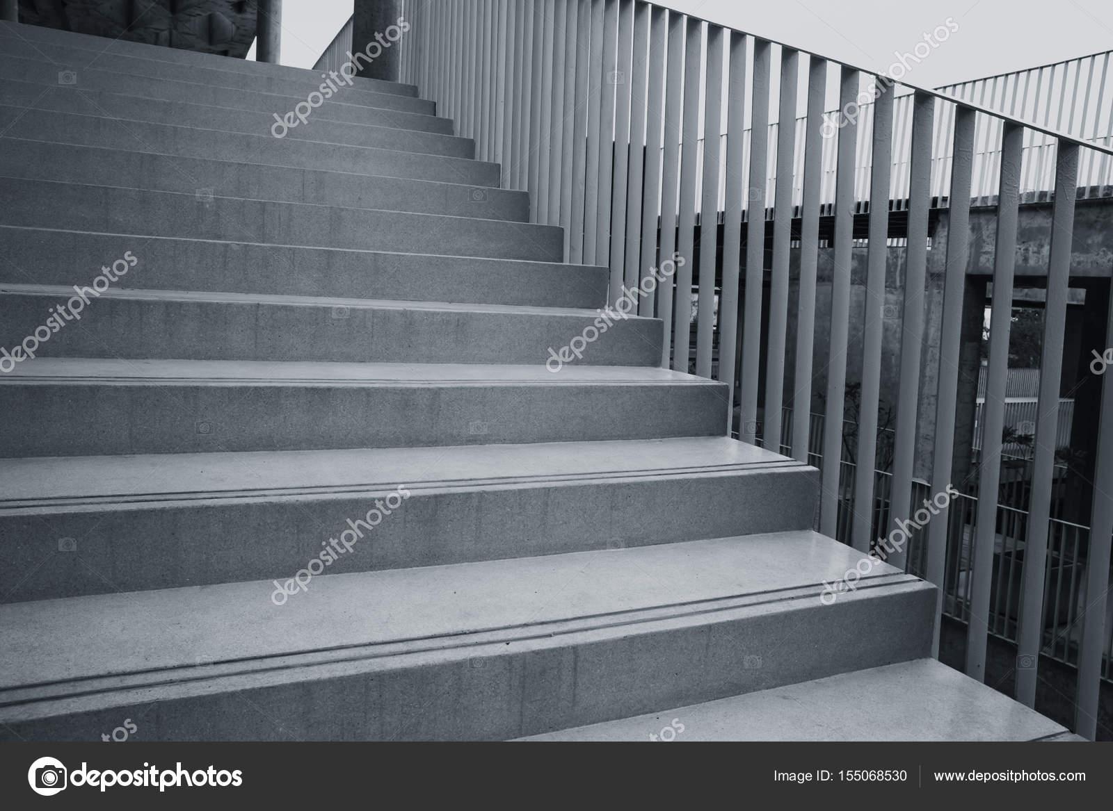 Zwart wit architectuur bouwen ontwerpconcept. betonnen trap manier