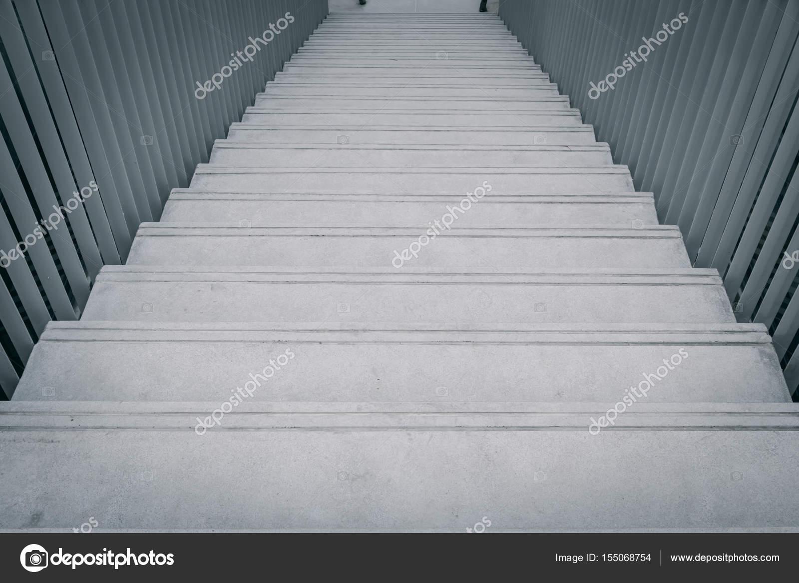 Zwart wit architectuur bouwen ontwerpconcept betonnen trap manier