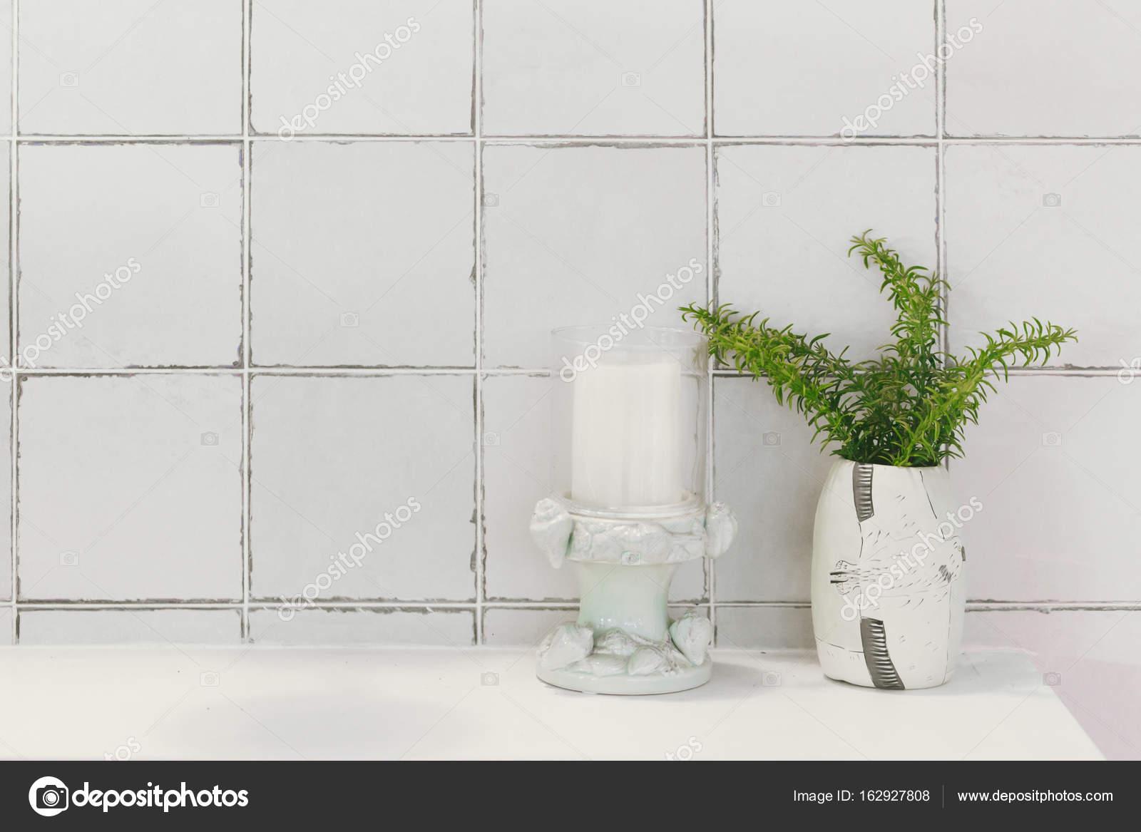 Bad Toilette oder WC-Natur-Dekoration mit glasierten Keramikfliesen ...