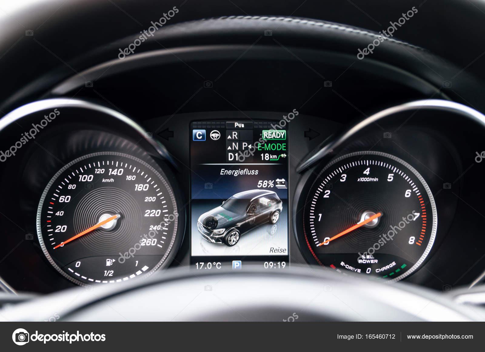 Armaturenbrett mercedes  Armaturenbrett des Mercedes-Benz Glc 350 e-Plug-in Hybrid ...