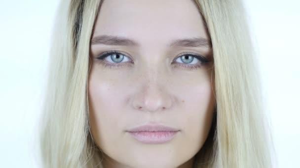 Detail obličeje žena, mrkání očí