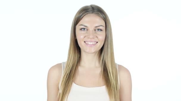 Portrét usmívající se žena, bílé pozadí