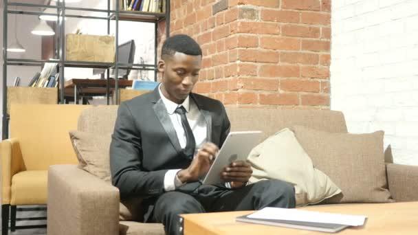 Černé podnikatel pomocí Tablet, vnitřní