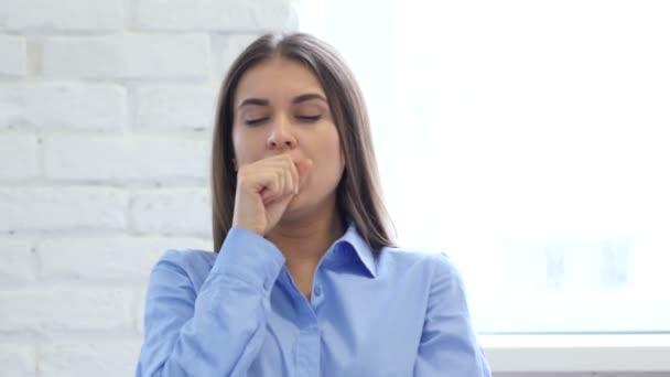 Portrét ženy kašel, zánět nosohltanu