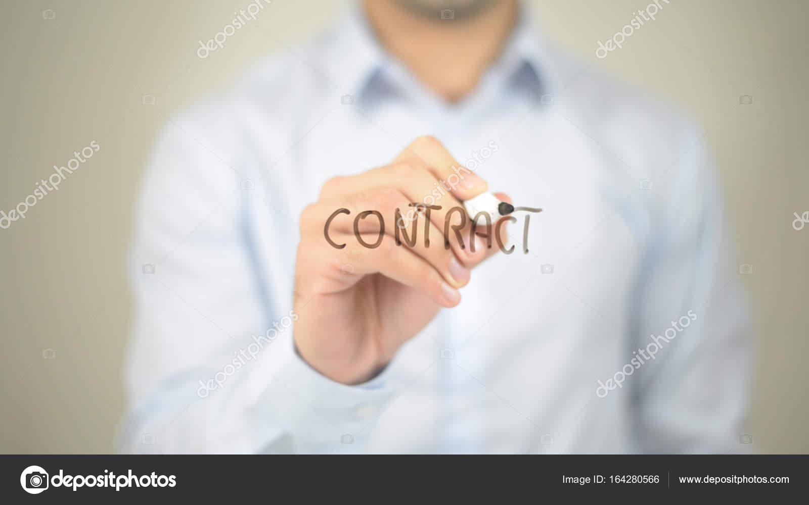 Vertrag Mann Schreiben Auf Transparenten Bildschirm Stockfoto