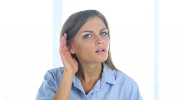 Žena poslechu informace s péčí v úřadu