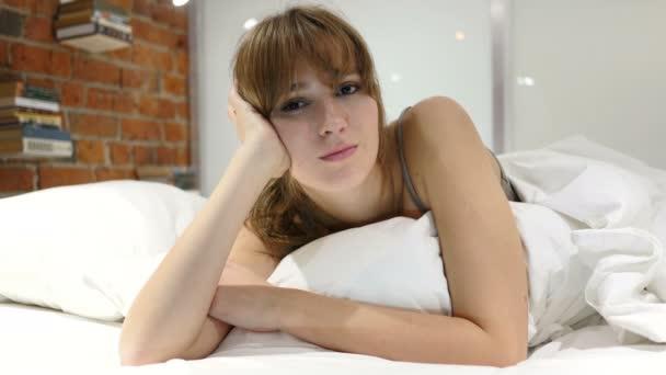 Žena v posteli při pohledu směrem k Camerea