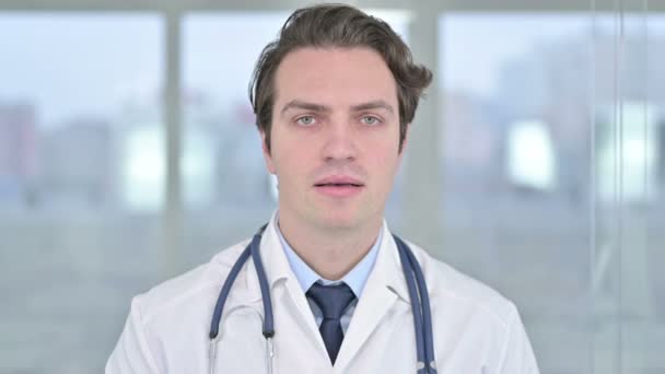 Fiatal Doktor portréja, amint nemet mond Ujjjal