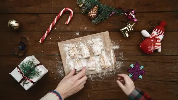 Rodina jíst vánoční cukroví